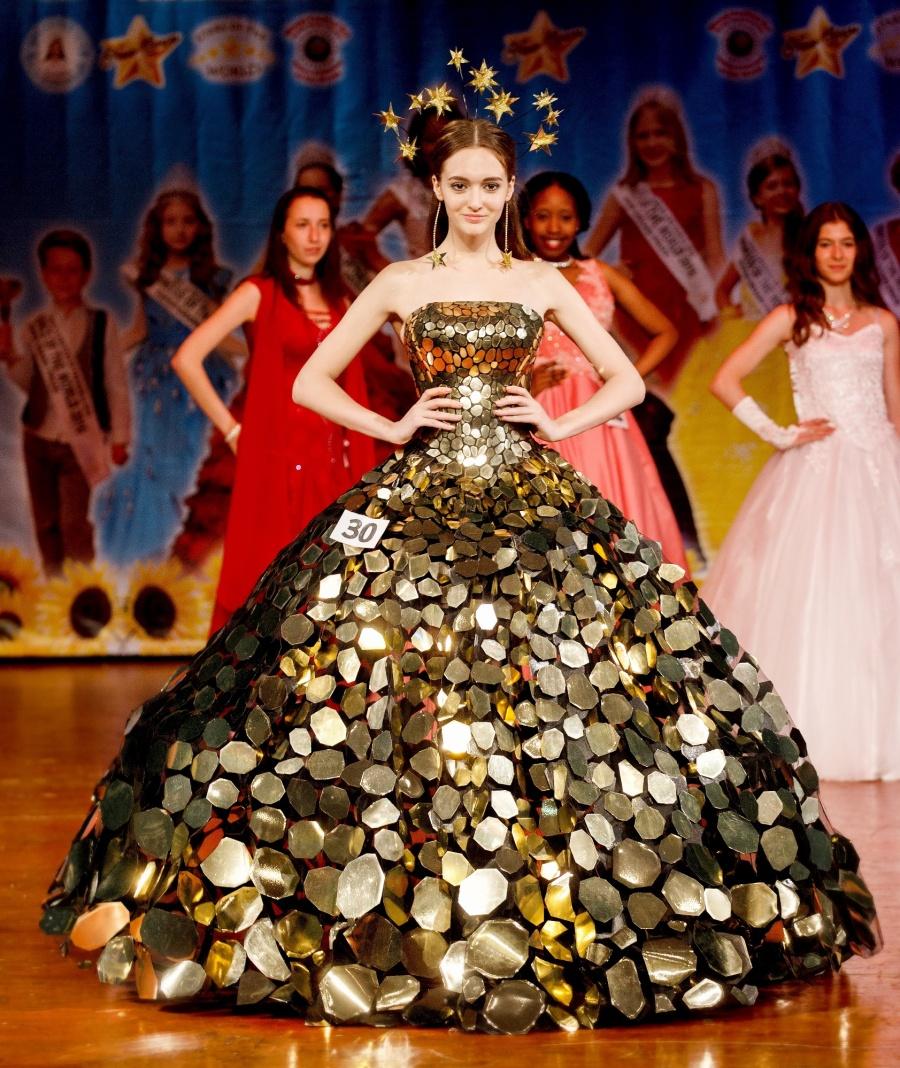 Новосибирская школьница завоевала титул «Принцессы мира»