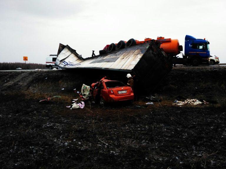 Надороге Татарстана вДТП разбились возвращавшиеся сосвадебного путешествия новобрачные