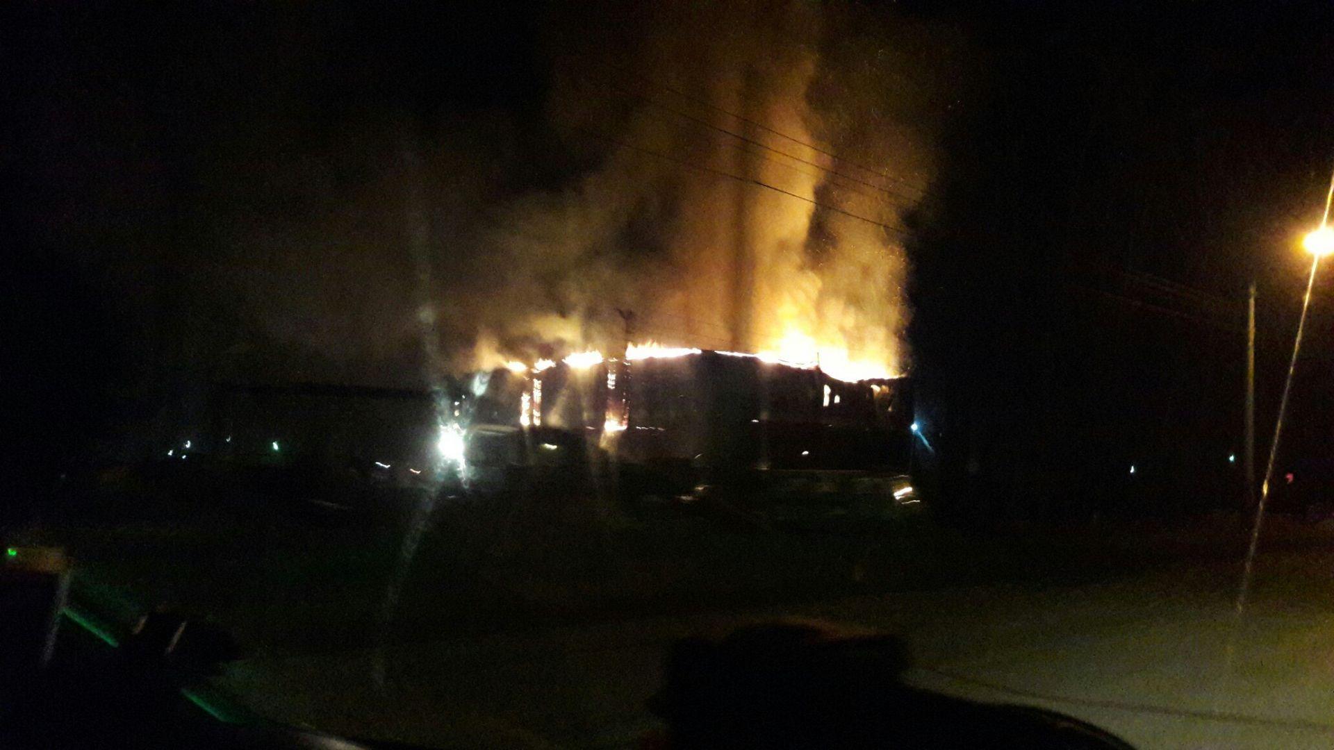 ВПрокопьевске сгорели два автомобиля илесопилка