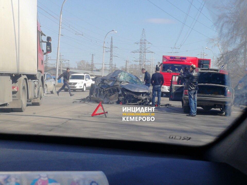 ВКемерове случилось печальное ДТП сучастием маршрутного такси