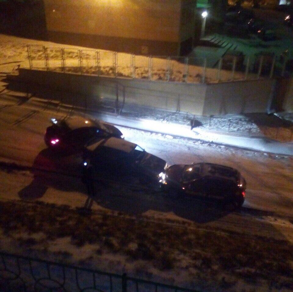 На «проклятом месте» вКемерове столкнулись три автомобиля