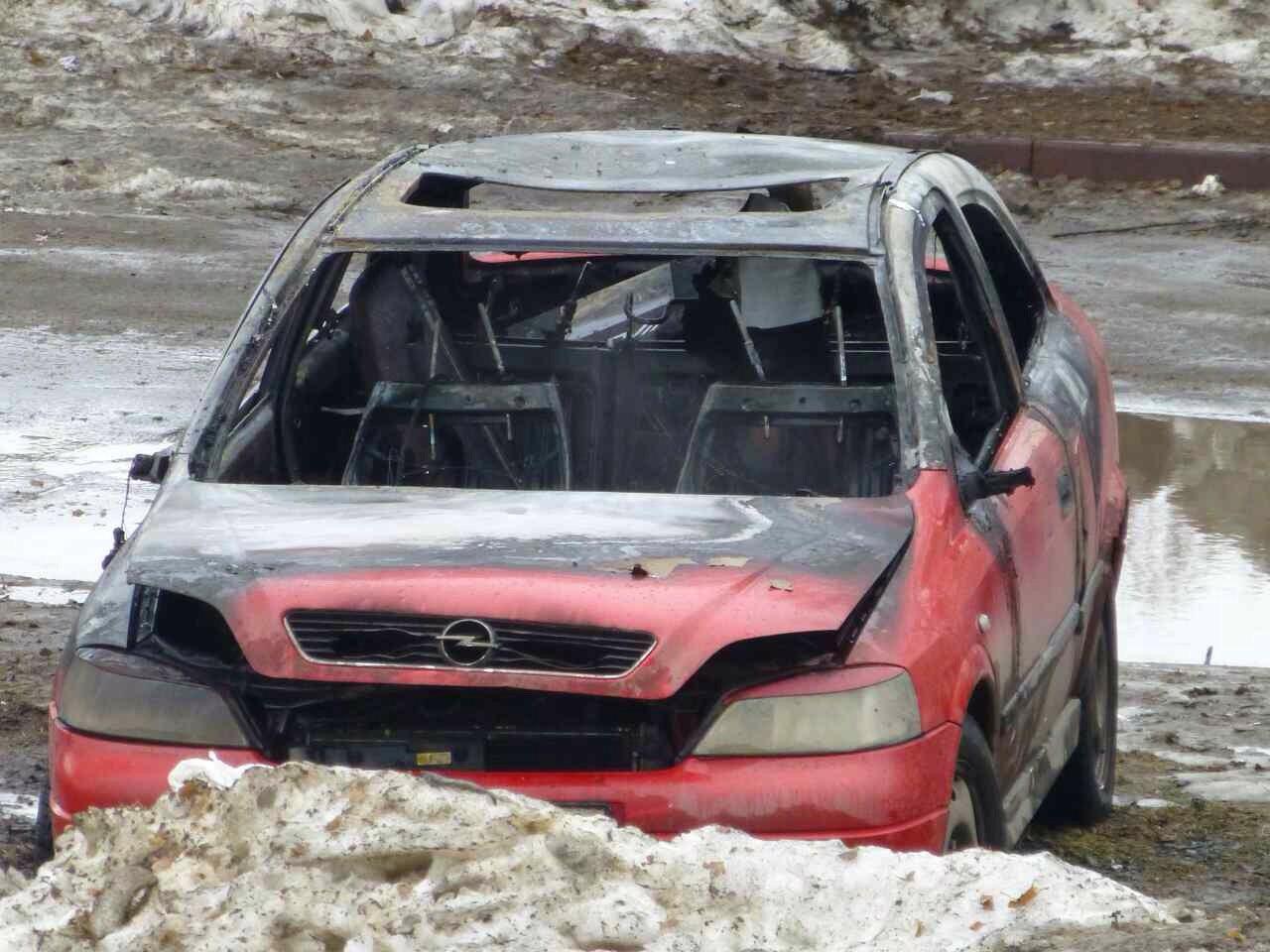ВКемерове наОктябрьском проспекте сгорела иностранная машина Опель Astra