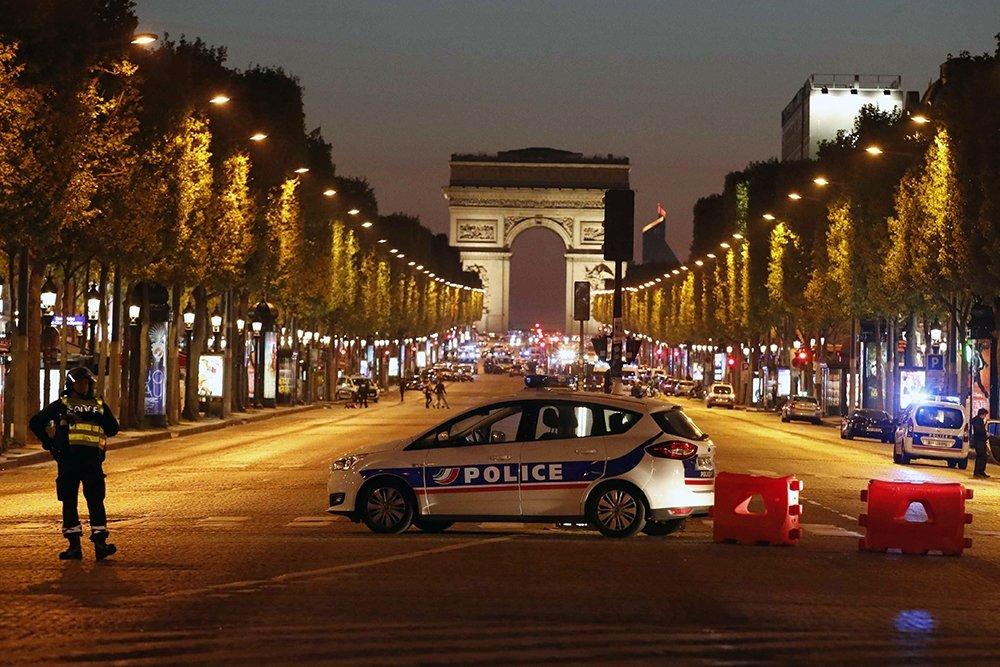 Наместе теракта встолице франции отыскали метку «ИГ»