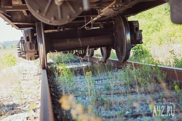Поезд насмерть сбил мужчину вСочи