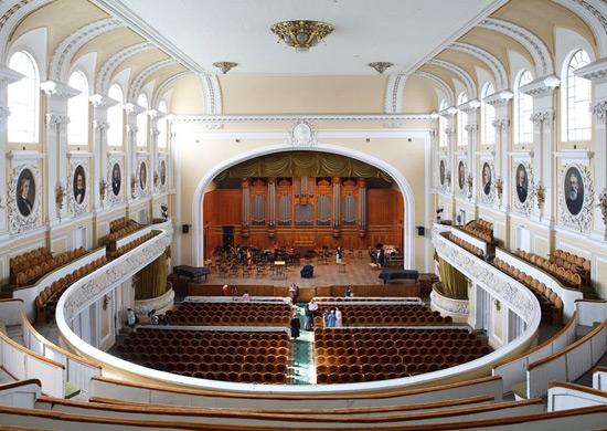 Концерт памяти жертв кемеровского пожара прошел вМосковской консерватории