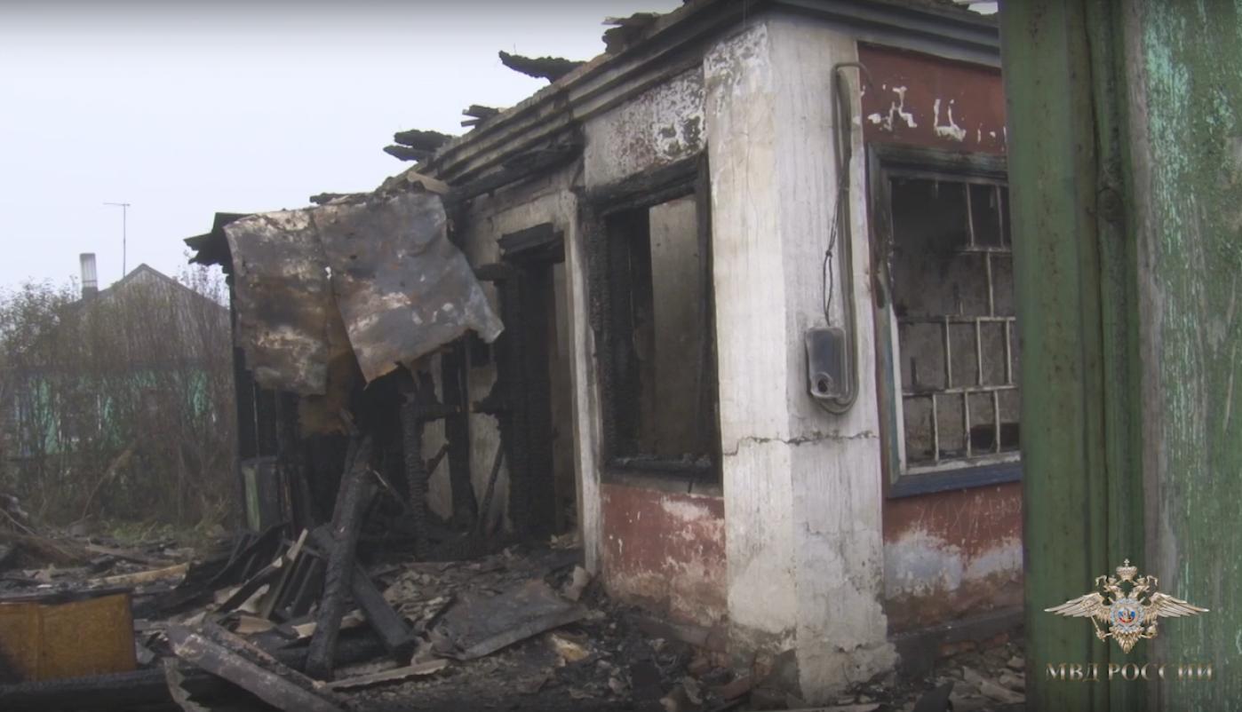 Под Кемерово полицейские спасли изгорящего дома 2 человек