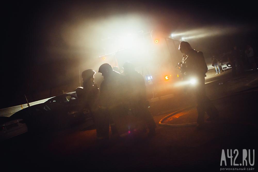 Ночью вКузбассе впожаре вмногоэтажке был спасён один человек