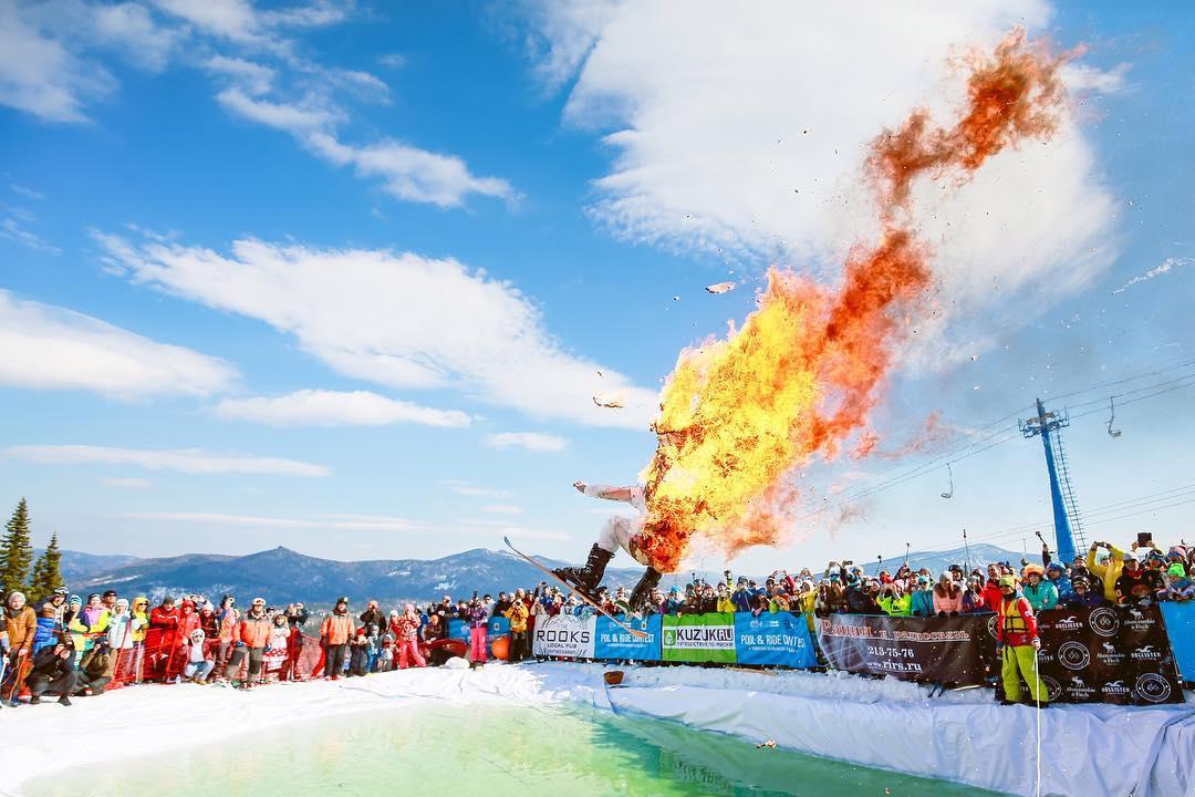 Лыжник поджег себя нафестивале GrelkaFest вКемеровской области