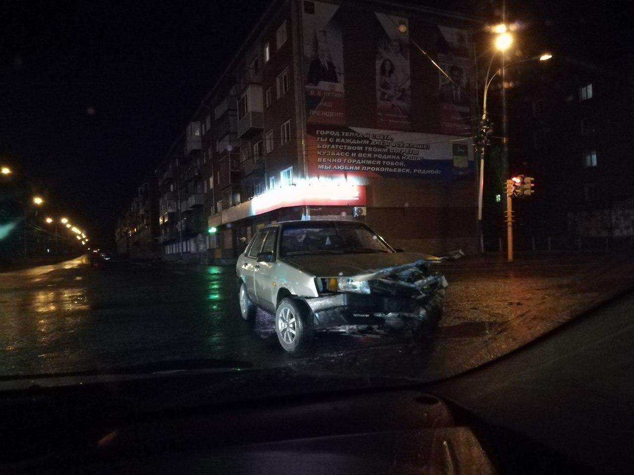 ВКузбассе шофёр «Волги» сбил подростка натротуаре после столкновения сВАЗом
